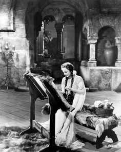 Still of Olivia de Havilland in The Adventures of Robin Hood