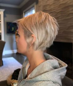 Frisuren Short-Blonde-Hair-Color Short Layered Haircuts 2018 – 2019 Weight Loss for Brides - Drop at Short Layered Haircuts, Haircut Short, Haircut Medium, Haircut Bob, Blonde Pixie Haircut, Waves Haircut, Short Stacked Hairstyles, Layered Short Hair, Messy Pixie Haircut