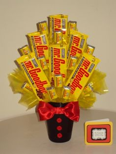 And my jaw drops :O lol. Goodbar these are one of thee best candy bars ever ever :) Candy Arrangements, Candy Centerpieces, Candy Decorations, Candy Bar Bouquet, Gift Bouquet, Candy Gift Baskets, Candy Gifts, Valentine Baskets, Valentine Gifts