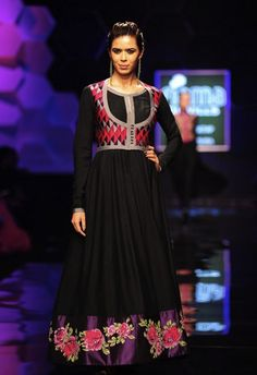 Scarlet Bindi - South Asian Fashion: Wills Lifestyle India Fashion Week Fall/Winter 2013: Day 4 & 5: Payal Pratap