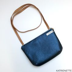 A simple but elegant called from the book . Easy to make, easy to wear😁! Tote Purse, Crossbody Bag, Fabric Bags, The Book, How To Make, How To Wear, Handbags, Purses, Wallet