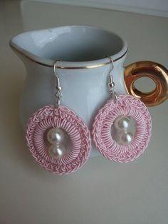 Lovely Crochet Ideas With Easy Free Patterns - Diy Home Decor Crochet Earrings Pattern, Crochet Jewelry Patterns, Crochet Flower Patterns, Crochet Accessories, Crochet Designs, Crochet Necklace, Diy Earrings, Earrings Handmade, Diy Crafts Crochet