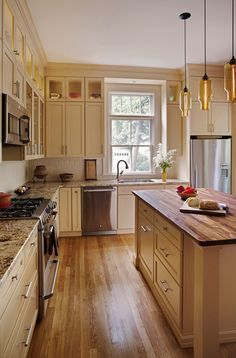 With designer updates in three local kitchens, the spaces have fresh color palettes, expanded counter space, and redesigned cabinetry for a fresh new look.