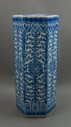 Qing Guangxu mark and period, Chinese blue and white porcelain umbrella stand, of hexagonal form, richly cover with lotus and petals in underglaze blue. H: 51 cm, W: 23.5 cm, 5500 grams.