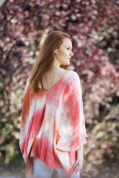Victoria V-Neck Tie Dye Top in Peach – MARY & MAK
