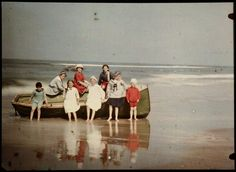 Eight Children by a Sloop, North Sea Coast, Anonymous, c. 1922 - c. 1930