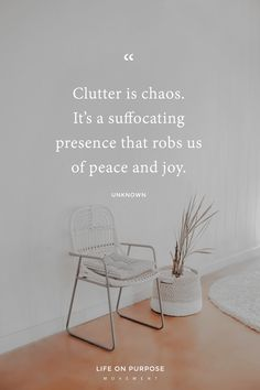 The ridiculously simple thing to unclutter too many people are missing - Minimalism - FREE, CHEAP AND EASY Tips for Living a Minimalist Lifestyle ! Organize Life, Declutter Your Life, Becoming Minimalist, Minimalist Living, Organization Quotes, Minimalist Quotes, Budget Planer, Minimalist Lifestyle, Living At Home