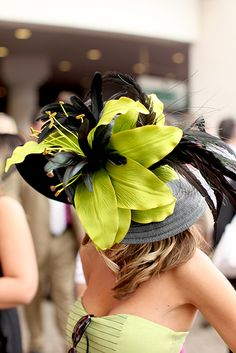 I absolutely adore this derby hat! If I ever get the chance to attend a derby race or travel abroad to London, I'll make it a priority to wear something as elegant as this royal Kentucky Derby Fashion, Kentucky Derby Hats, Run For The Roses, Ascot Hats, Derby Day, Derby Time, Crazy Hats, Fancy Hats, Hats For Women