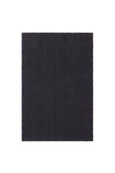 Dörrmatta i jute med baksida av latex. En härlig dörrmatta som skänker din hall värme och en inbjudande känsla. Material: 100% jute. Storlek: Ange storlek vid beställning. Skötselråd: Dammsugning. Tips/råd: Rotera mattan med jämna mellanrum för att få ett jämnare slitage. Eventuella fläckar tas bort med fuktig trasa. Latex, Rugs, Home Decor, Farmhouse Rugs, Decoration Home, Room Decor, Home Interior Design, Rug, Home Decoration