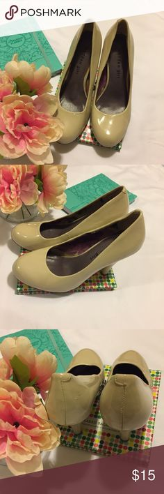 🎀 Madden Girl Cream Pumps Your Everyday Madden Girl pumps in cream!!!! Comfortable and Cute!!  Great, Pre-Loved condition ❣                                     🔶Reasonable Offers Welcomed!!🔶 🔷Bundle to Save!!🔷 Madden Girl Shoes Heels