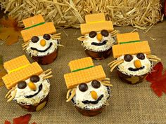 Here are 40 Terrifying Halloween Cupcakes to get inspired by! Surprise your guests w/ these spooky sweets!These treats will spice up your Halloween party! Carrot Cake Cupcakes, Themed Cupcakes, Wafer Cookies, Cookie Icing, Cupcake Wars, Cupcake Frosting, Terrifying Halloween, Thanksgiving Snacks, Fall Scarecrows