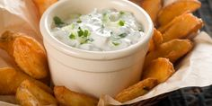 Tzatziki is a greek yogurt dip is made with hung yogurt/curd and flavoured with olive oil, garlic and parsley.Be it a holiday or a party the Tzatziki is a pe. Greek Yogurt Dips, Greek Yogurt Recipes, Greek Dip, Healthy Appetizers Dips, Appetizer Dips, Cottage Cheese Dips, Queijo Cottage, Pesto Dip, Tzatziki Recipes