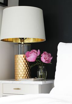 Black, white & gold bedroom nightstand with pops of color | How to Make Your Bedroom an Oasis #theeverygirl