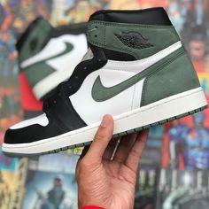 #hypebeast #sneakers #kicks #shoes #nike #adidas #yeezy #jordan #fashion #sneakersfemme #sneakershomme #unisex #streetwear #modestreetwear #modetendance #basketnikefemme #streetwearfashion #airmax #airforce #chaussures #chaussuresnike #chaussuresjordan #chaussuresretro #stockx #stockxsneaker Hypebeast Sneakers, Sneakers Nike, Mode Streetwear, Streetwear Fashion, Basket Nike, Kicks Shoes, Yeezy, Nike Air Force, Air Max