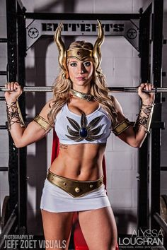 Triumphant She-Ra Cosplay — GeekTyrant