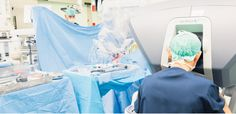 """""""Een robotarm trilt niet"""". Sinds september 2013 beschikt Atrium MC over een Da Vinci-operatierobot. De robot wordt alleen ingezet als er aantoonbare voordelen voor de patiënt zijn, zoals minder pijn, sneller herstel, korter verblijf in het ziekenhuis en weer eerder actief zijn. Lees er alles over op onze website: http://www.atriummc.nl/home/patienten-bezoekers/poliklinieken-afdelingen/urologie/davinci-robot/"""