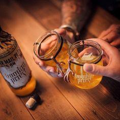 Voodoo Priest  Ritual Jars  Ein verflucht außergewöhnliches Präsent  mit dem dekorativen Sammlerglas aus der Voodoo Priest-Kollektion verwandelt sich Weihnachten zu einer Voodoo-Zeremonie in der Karibik.  Aus dem Talisman-Schraubglas mit dem unheimlichen Krallen-Amulett mundet Voodoo Priest besonders gut und macht jeden Drink zu einem einzigartigen Ritual das jeden in den Bann des Priesters zieht.  #copperandbrave #rum #cocktails #drinks #design #bottle #packaging #lifestyle #geschenkideen… Rum Cocktails, Brave, Talisman, Voodoo, Alex And Ani Charms, Copper, Inspiration, Design, Bartenders