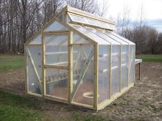 Get inspired ideas for your greenhouse. Build a cold-frame greenhouse. A cold-frame greenhouse is small but effective. Diy Greenhouse Plans, Lean To Greenhouse, Greenhouse Effect, Backyard Greenhouse, Greenhouse Wedding, Portable Greenhouse, Homemade Greenhouse, Cheap Greenhouse, Pallet Greenhouse