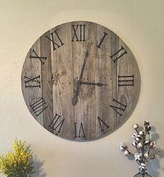 Aggiungi un tocco di stile casa di campagna con il nostro orologio di pallet di…