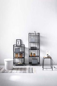 KARWEI | Gebruik opbergboxen in dezelfde kleur en plaats je mooiste accessoires hiernaast voor een stijlvol resultaat.