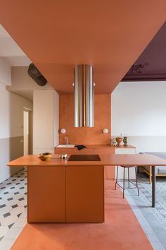 Colour blocking brightens fire-damaged Klinker Apartment in Barcelona Family Apartment, Apartment Layout, Home Design, Interior Design, Design Ideas, Design Trends, Design Inspiration, Cocina Art Deco, Interiores Art Deco