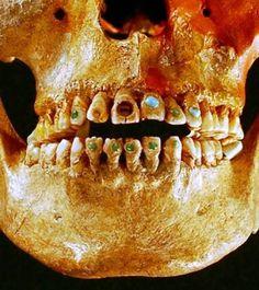 Precious stones on skull... Chiapas Mexique