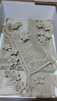 How to make a magic ring in crochet Filet Crochet, Irish Crochet, Knit Crochet, Crochet Leaves, Crochet Flowers, Crochet Tablecloth, Crochet Doilies, Embroidery Patterns, Crochet Patterns
