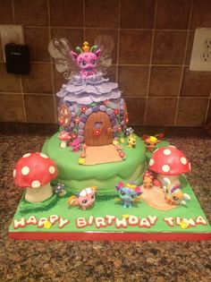 Littlest Pet Shop Fairies My niece wanted a LPS cake, and loves the new fairies. I used a fairy cake from Bella Cupcakes (New Zealand) and. 5th Birthday Party Ideas, 8th Birthday, Birthday Cakes, Ideas Party, Lps Cakes, Lps Toys, Pet Food Storage, Animal Room, Little Girl Birthday