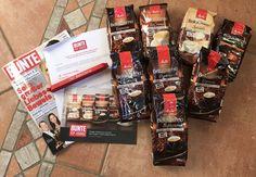 Hallo Ihr Lieben!  Post für Herrchen und Frauchen :-) Der Ultimative Test für meine Kaffeejunkies!!! Schaut mal was in dem Paket war:  http://barnieslifestyle.blogspot.de/2016/12/produkttest-melitta-bellacrema-entdecke.html  Euer Barnie  #MelittaBellaCrema #Melitta #MelittaKaffeemoment #BunteVIPLounge