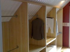 Kom IN i garderoben… - Sovrum Diy Attic Bedroom Storage, Loft Storage, Closet Bedroom, Home Bedroom, Loft Closet, Loft Room, Walk In Closet, Attic Spaces, Attic Rooms