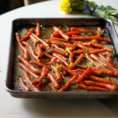 balsamic roasted carrots from tastefood Healthy Side Dishes, Vegetable Sides, Vegetable Salad, Vegetable Side Dishes, Side Dish Recipes, Vegetable Recipes, Tasty Dishes, Balsamic Glazed Carrots, Roasted Carrots