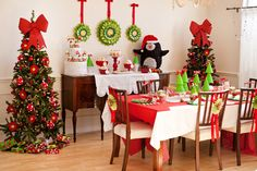 """Adorable """"Chilly & Cheery"""" Penguin Party // Hostess with the Mostess®"""