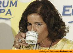 Ana Botella y su Relaxing cup of café con leche in Plaza Mayor.