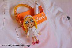 www.unpocodetodo.org - Salvabolsillos de múltiples colores - Salvabolsillos - Broches - Goma eva - crafts - custom - customized - enfermera - enfermeria - foami - foamy - manualidades - nurse - portabolis - 12