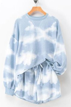 Tie Dye Sweatshirt, Tie Dye Shorts, Sweater Set, Sweater And Shorts, Kawaii Sweater, Blue Sweater Outfit, Batik Mode, Mode Outfits, Fashion Outfits