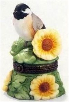 PORCELAIN HINGED BOX Bird Blk Cap Chickadee MIB