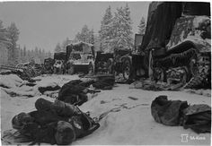 Raatteen tie during notoriously cold winter of Finnish Winter War. a place that still comes to our veterans' nightmares 80 years later. Icy Hell they call it. Helsinki, Operation Barbarossa, Night Shadow, Ww2 Photos, Fight For Us, Korean War, War Machine, Vietnam War, World War Ii