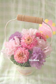 母の日用フラワーギフト。 ピンクとパープルで可愛く優しげに仕上げました。