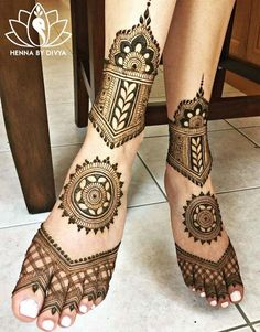Henna is the most traditional part of weddings throughout India. Let us go through the best henna designs for your hands and feet! Dulhan Mehndi Designs, Mehandi Designs, Mehndi Designs Feet, Unique Mehndi Designs, Mehndi Design Images, Beautiful Mehndi Design, Tattoo Designs, Tattoo Ideas, Leg Mehendi Design