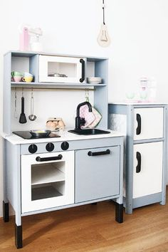 Most up-to-date Free Ikea hack with the small kitchen. Black, white gray with marble accents! Tips An Ikea children's space remains to fascinate the little ones, as they are provided far more than Ikea Kids Kitchen, Emma's Kitchen, Black Kitchens, Cool Kitchens, Kitchen Black, Baby Zimmer Ikea, Teen Bedroom Designs, Girls Bedroom, Toy Rooms