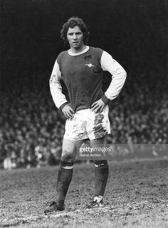 British footballer Alan Ball playing for Arsenal. Arsenal Players, Arsenal Football, Arsenal Fc, World Football, Football Soccer, Old Boys, Good Old, 1960s, Legends