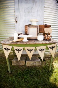 perfect vintage farm style dessert set up. by marissa Farmers Market Display, Market Displays, Market Stands, Booth Displays, Savannah Bee, I Love Bees, Bee Party, Bee Theme, Farm Theme
