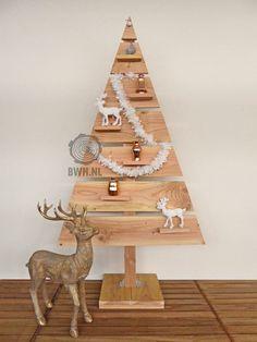 Deze strakke houten kerstboom is gemaakt van lariks hout, de trend van dit moment. De fraaie lariks houten boom heeft een hoogte van 185 cm en 100 cm breed. De trendy houten kerstboom beschikt over een stevige voet en 6 aflegplankjes voor kerstdecoratie. Te vinden op Buitenwarenhuis onder artikelnummer: LO660