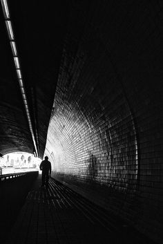 Black and white street photography by Hugo Fernandes | The D-Photo