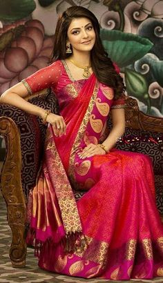 kajal agarwal in red saree Designer Silk Sarees, Indian Designer Wear, Indian Dresses, Indian Outfits, Covet Fashion, Fashion Tips, Moda Indiana, Latest Silk Sarees, Indische Sarees