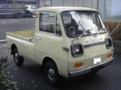 Find out additional relevant information on old cars. Have a look at our website. Small Trucks, Mini Trucks, Japanese Domestic Market, Daihatsu, Japanese Cars, Jdm Cars, Pickup Trucks, Cars And Motorcycles, Vintage Cars