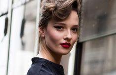 Πώς να φαίνεσαι νεότερη – Κατάλληλο μακιγιάζ και σπιτικές μάσκες αντιγήρανσης | Μυστικά ομορφιάς | mystikaomorfias.gr Blonde Hair, Eyeliner, Tips, Beautiful, Yellow Hair, Eye Liner, Auburn Hair, Eyeliner Pencil, Blonde Short Hair