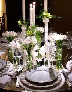 Mesa posta casamento verde e branco. Decoração Suva e Kike produções e eventos.
