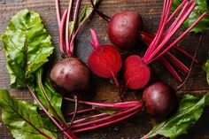 10 Nutrient-Dense Fruit and Vegetable Scraps We Should Be Eating Instead of Throwing Away - Phoenix Helix Raw Beets, Fresh Beets, Root Veggies, Fruits And Vegetables, Beetroot Benefits, Beetroot Soup, Raw Potato, Natural Food Coloring, Roasted Beets