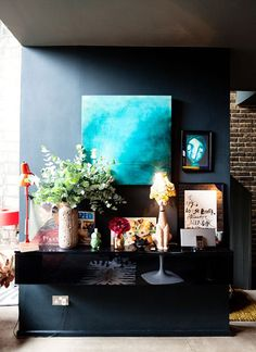 love that painting in that wall